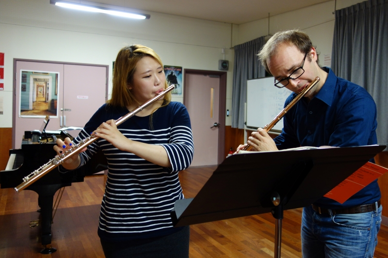 Professor Philipp Jundt helps 4th-year student Lim Hye-lim with a Mozart Concerto.