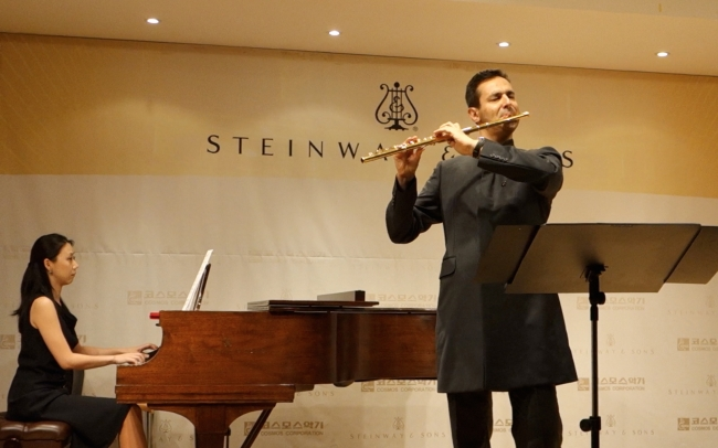 Davide Formisano performs Gaubert's Nocturne et allegro scherzando and Dutilleux's Sonatine with pianist Jung Min-jeong. Cosmos Music, Seoul, 2 October 2014. Image: Charles Ian Chun.