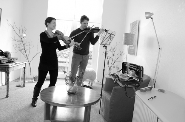 Prof. Viktoria Kaunzner and violin student Benjamin Kemminer during a lesson on Germany´s island Norderney, Violin Special Masterclass ®, Feb 2015. (Photo B. Kemminer)